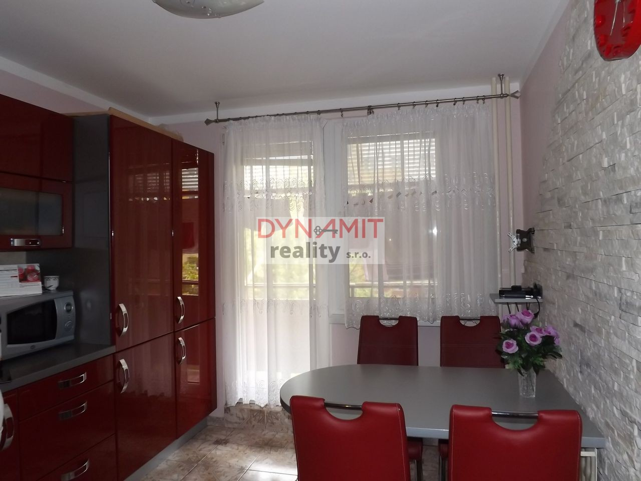 Predaj 3 izbový byt 77 m2, Žiar nad Hronom