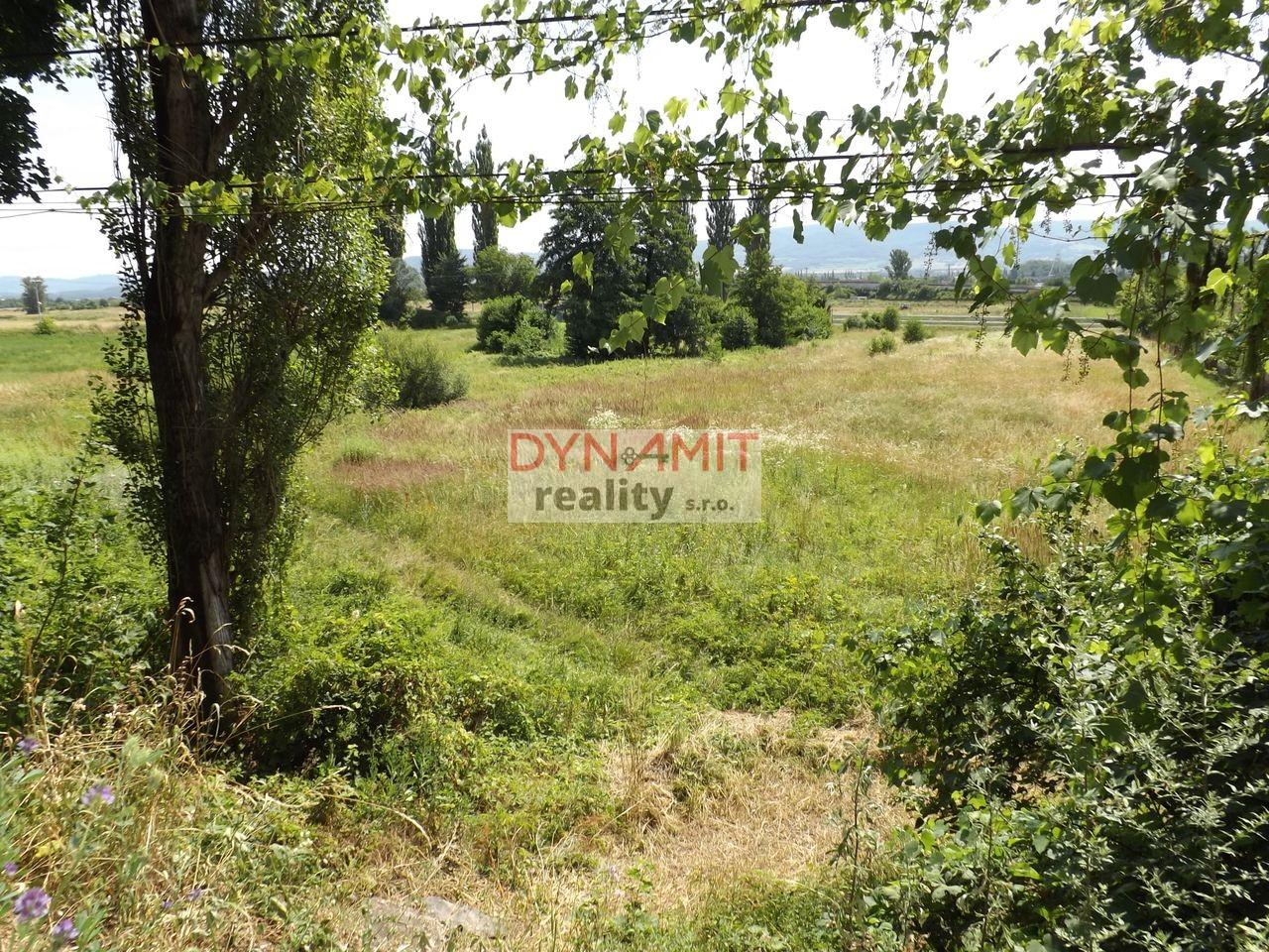 Predaj pozemok na výstavbu rodinných domov 4260 m2 Nováky